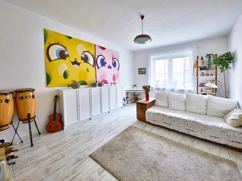Pikachu's Gallery - Apartment in historical old town Bratislava, vakantiewoning in Slowakije
