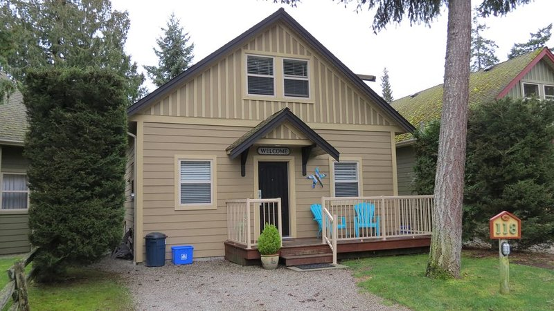 Starfish Cottage - Oceanside Village Resort, holiday rental in Parksville