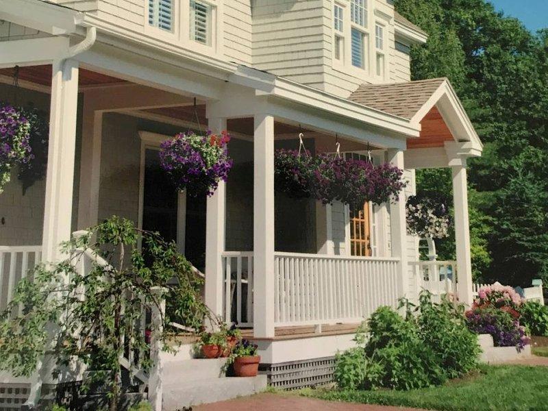 Lovely Cape Elizabeth Family Home 5 miles to Portland! 3,700 sqft custom built!!, aluguéis de temporada em South Portland