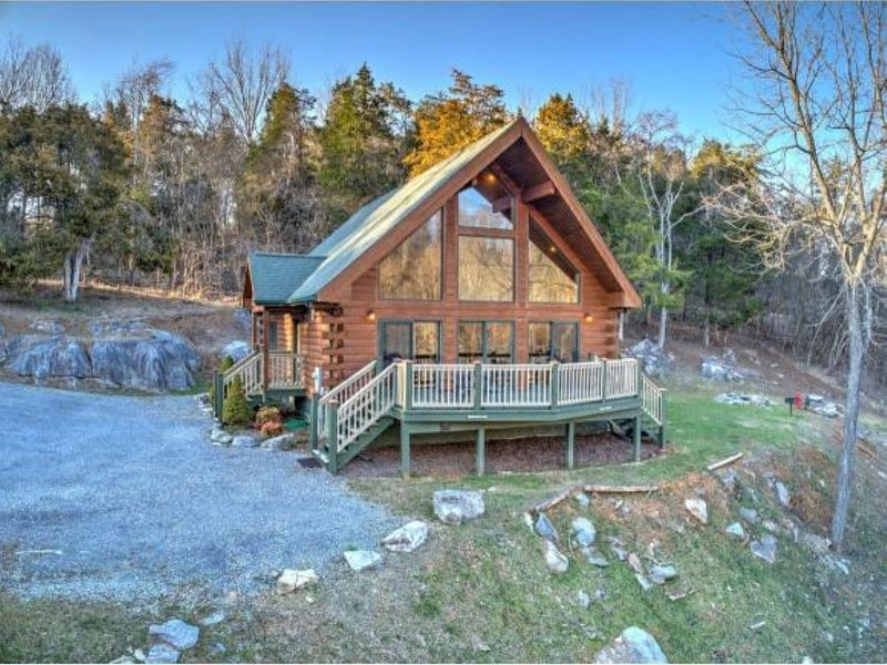 The Hideaway Cabin-Piney Flats- Tri-Cities- Bristol Motor Speedway, holiday rental in Kingsport
