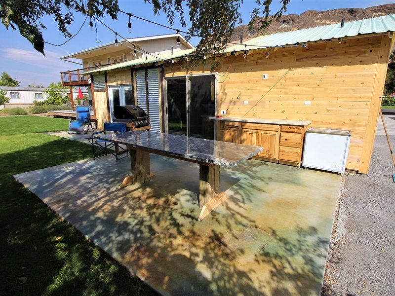 Outdoor kitchen with grill and professional griddle, location de vacances à Quincy