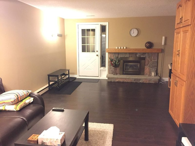 Walkout Apartment in a shared home, vakantiewoning in Markham