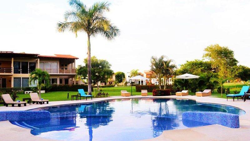 Enjoy this NEW House in Puerto Vallarta Close to the beach, casa vacanza a Jarretaderas