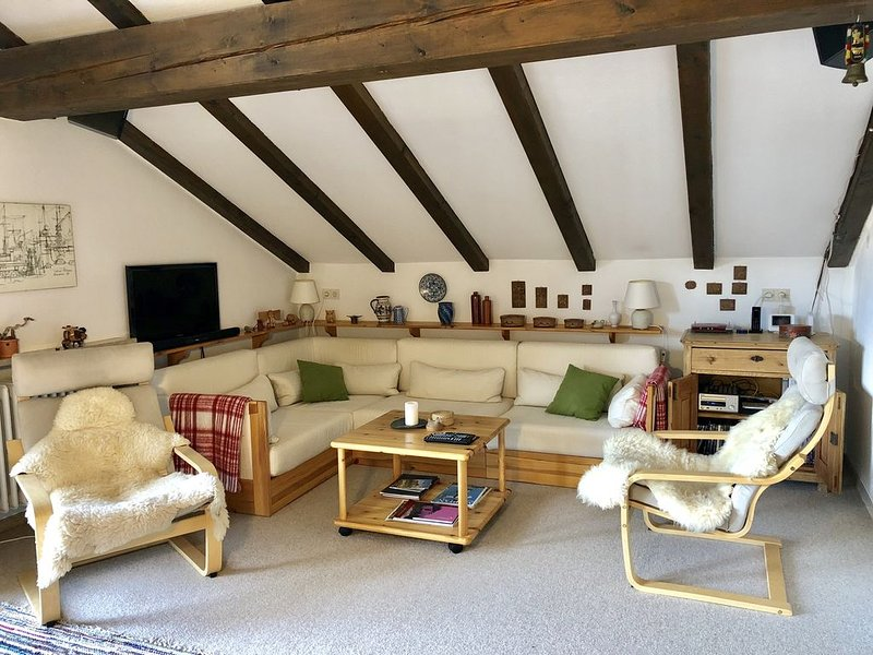Schlossblick - Cozy attic apartment near bavarian dream castle Neuschwanstein, holiday rental in Wangle