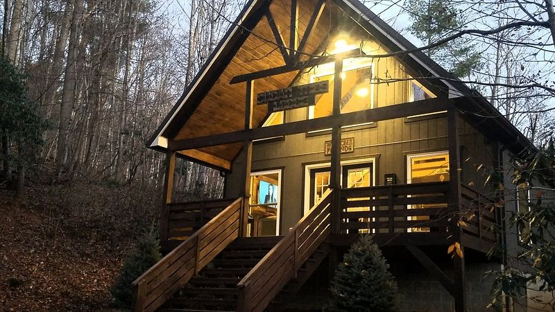 Sugar Tree Lodge - Secluded Cabin near West Jefferson, Boone and Blowing Rock, Ferienwohnung in Warrensville