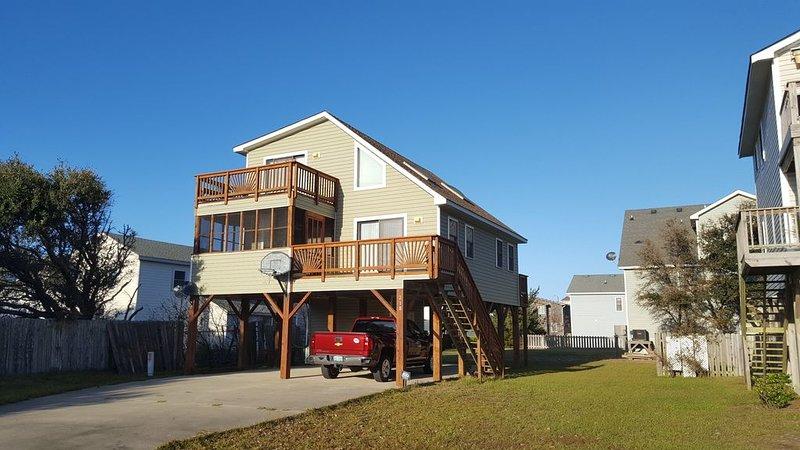 A Great Bargin, Pet Friendly. Two & half blocks from the beach., holiday rental in Kill Devil Hills