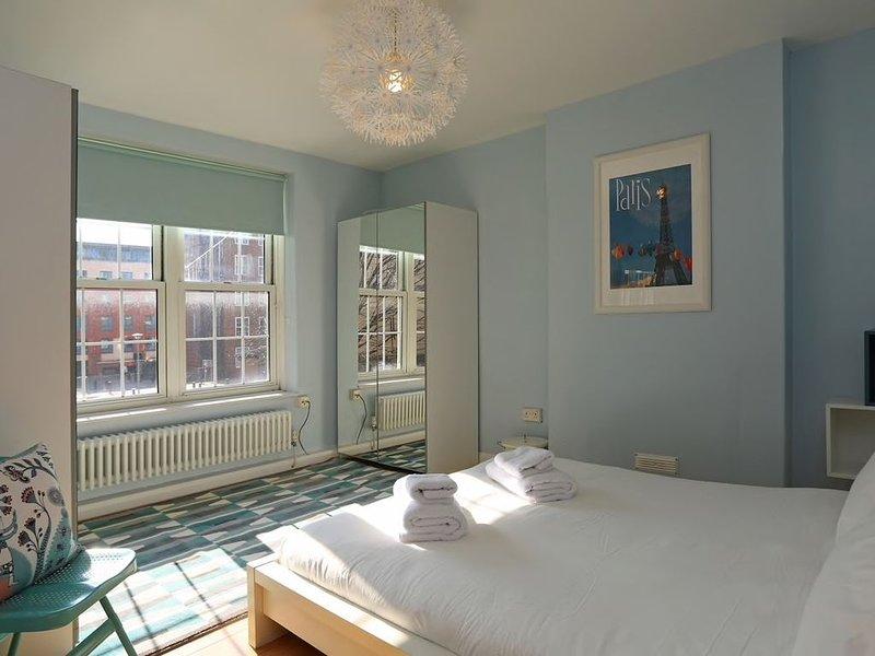 Calm, 2 bed apt, Cutty Sark, Riverside views in the heart of Greenwich, location de vacances à East Ham