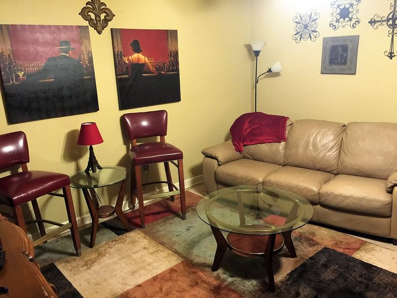 Sleek Downtown Condo quick to LSU, I-10, Mid-City, holiday rental in Baton Rouge