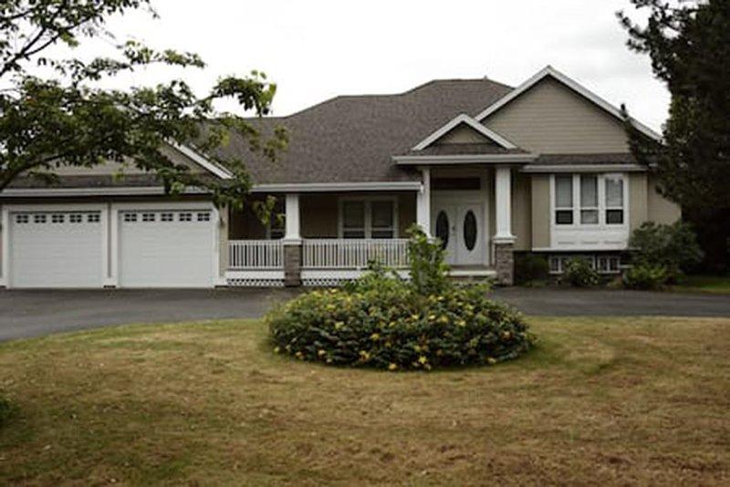 Beautiful Spacious & Cozy Home, casa vacanza a Lynden