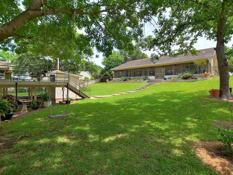 Quiet Lakefront Home in the Heart of Horseshoe Bay, holiday rental in Horseshoe Bay
