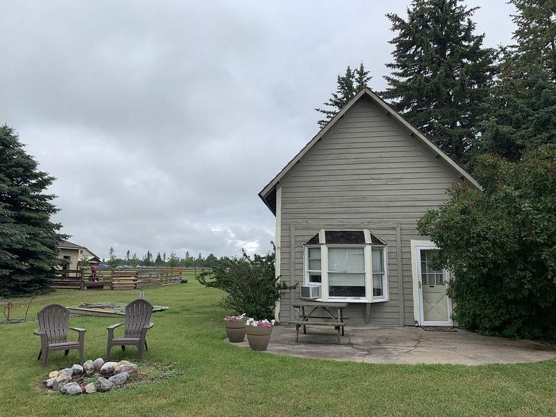 Cozy Farm Guest House with Loft, alquiler de vacaciones en Columbia Falls