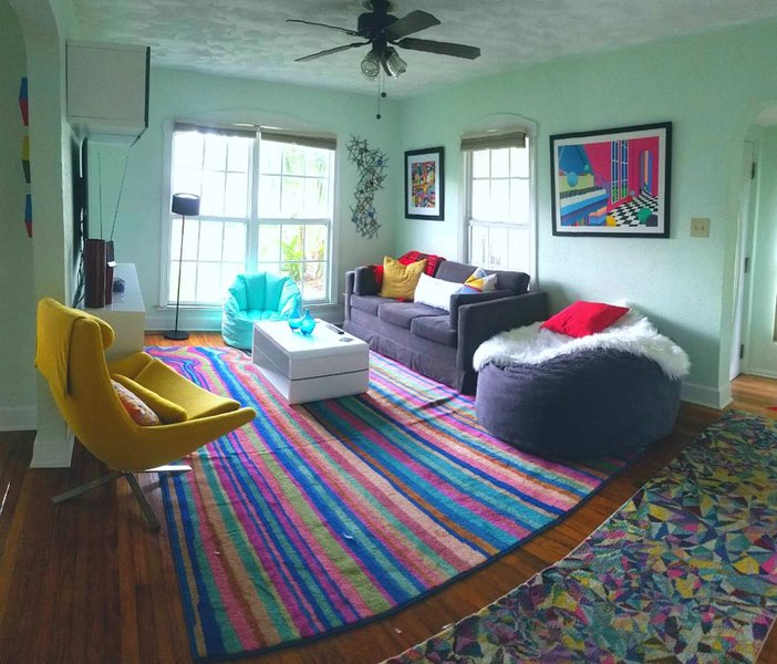 Great Vibes - Convenient, Private, Artsy & Cozy, holiday rental in Kenneth City