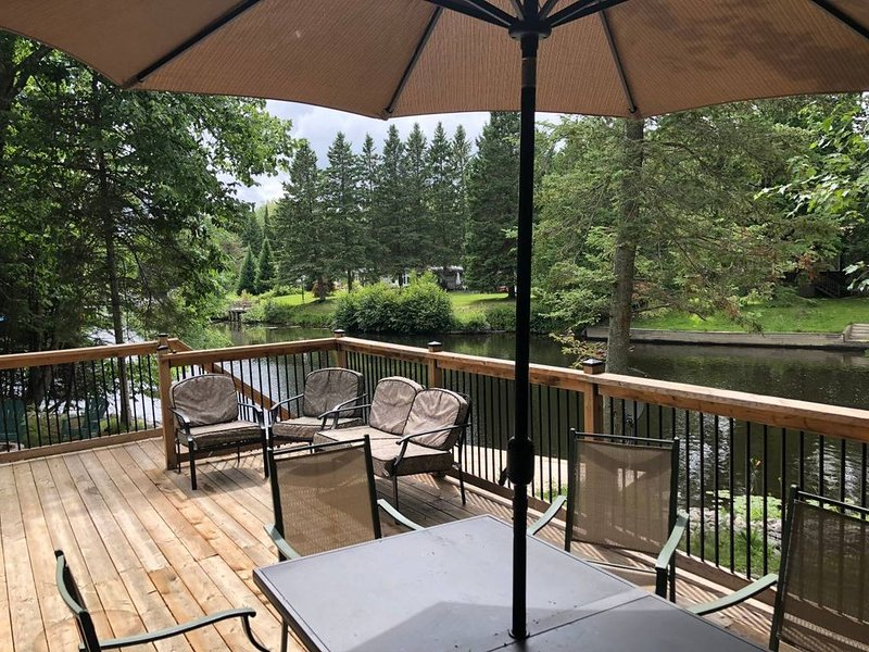 Waterfront Cottage on Historic Burnt River, holiday rental in Kawartha Lakes