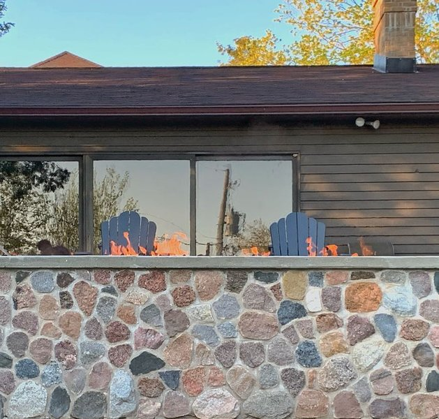 Life Is Always Better At Lake Life Charlevoix - Golf Cart Included!, casa vacanza a Charlevoix
