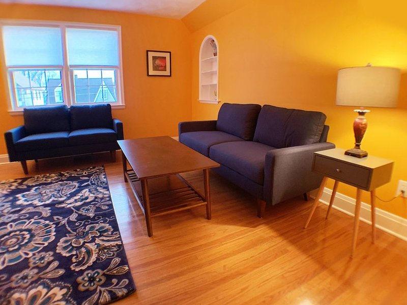 Business Friendly, Couple Friendly, Good Neighborhood, 5 minutes from the Falls, holiday rental in Niagara Falls
