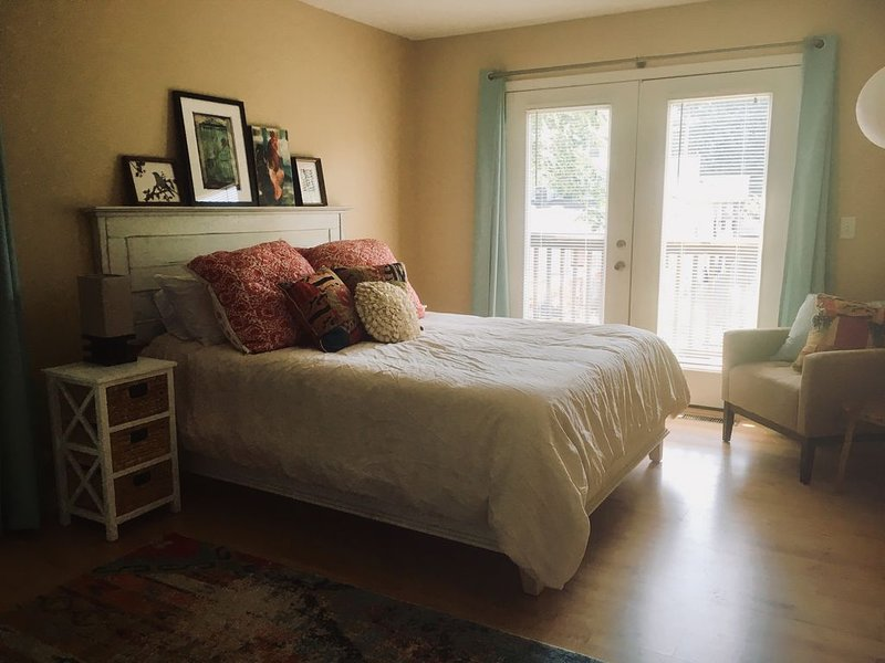 Private carriage house...perfect for an extended stay!, location de vacances à Jeffersonville