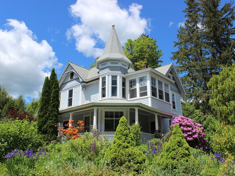 Beautiful Catskill's Victorian - Great WiFi, aluguéis de temporada em Halcottsville