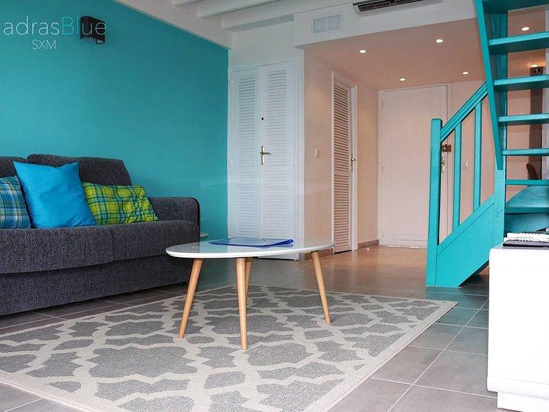 le 'Madras Blue' Duplex, Baie Nettlé, piscine-vue, holiday rental in Sandy Ground