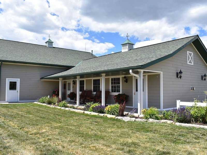 1 Bedroom Cottage, Near Spearfish and Deadwood, holiday rental in Belle Fourche