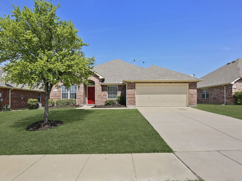 Remodeled Home in Little Elm/Frisco, holiday rental in Aubrey