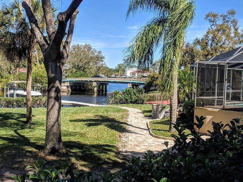 Sunset Palms - Updated Waterfront Apartment Direct Access to Gulf Mexico, alquiler de vacaciones en Tarpon Springs