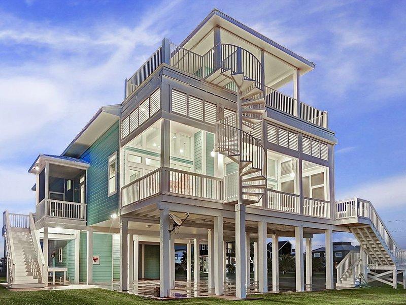 Luxury Waterfront Home - Bay & Beach!, alquiler de vacaciones en Freeport