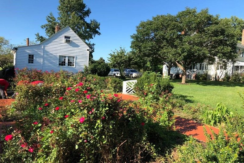 Historic, Quaint Bungalow # 157 by Cville & pool &wifi & outdoor fire pit/grill – semesterbostad i Gordonsville
