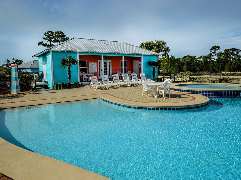 Charming, Updated , Beautiful Beach Cottage located in The Rookery 3, location de vacances à Gulf Shores