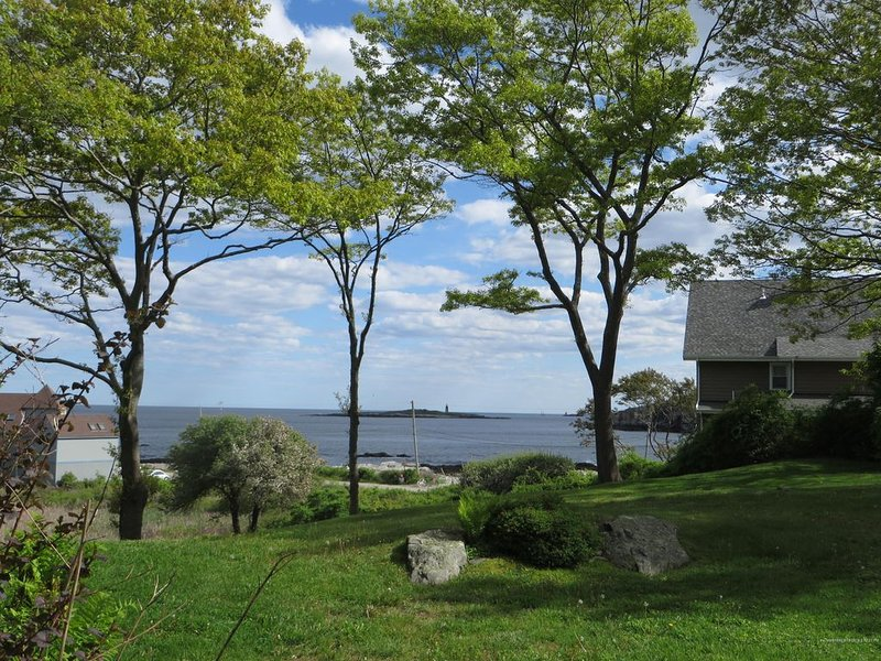 Stunning White Water Ocean Views From This Peaks Island Home, holiday rental in Peaks Island