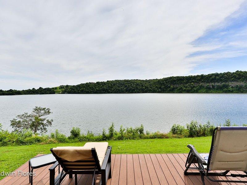 WOW! Waterfront Getaway on Beaver Lake (Gigabit Internet & YouTube TV!), vacation rental in Springdale