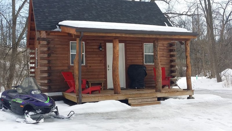 Little Moose Lodge (Tiny House) Mohawk River waterfront property, vacation rental in Stratford