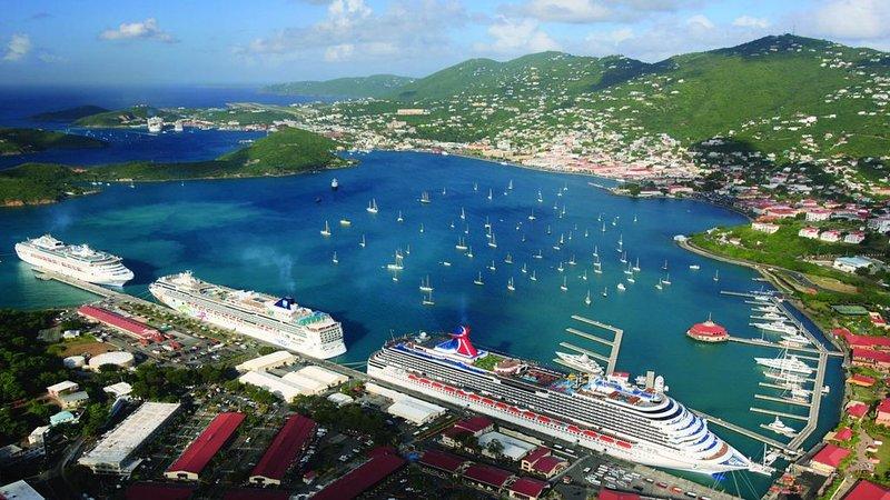 Carribean Gem, Swim up bar, restaurants, shopping, vacation rental in Tutu