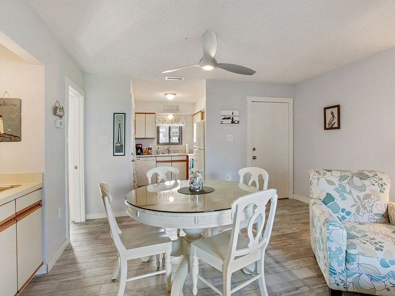 Newly Remodeled Ocean/ Beach Front Condo with  Covered Parking, alquiler de vacaciones en Daufuskie Island