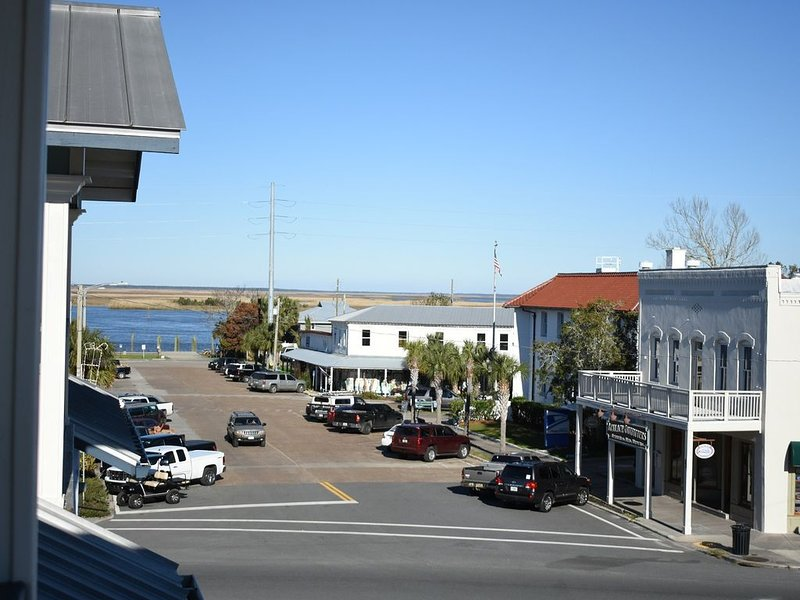 Outstanding View of Downtown Apalachicola & River, holiday rental in Apalachicola