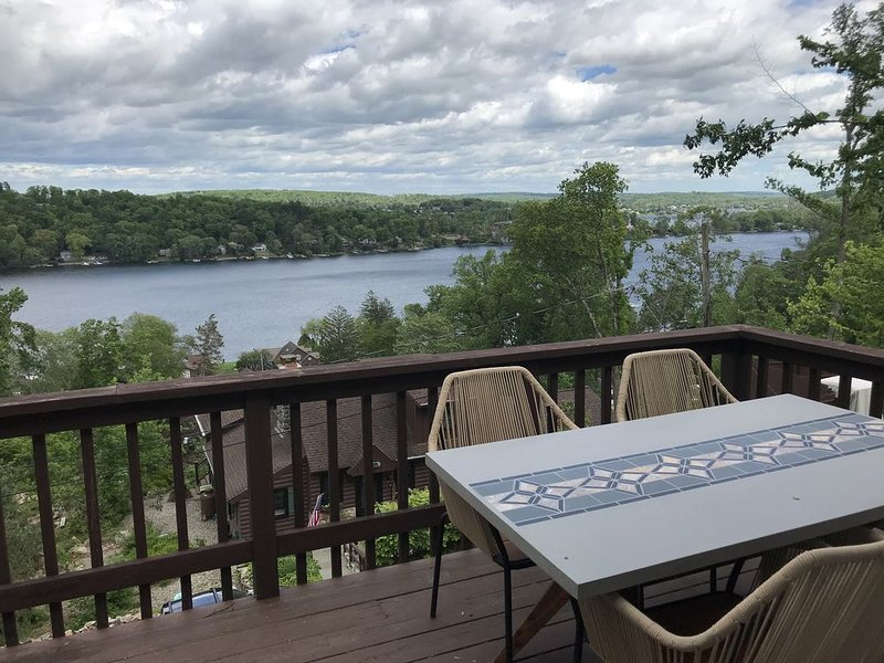 The Lookout on Candlewood Lake, location de vacances à North Salem