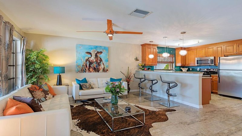 LOCATION, LOCATION, LOCATION ( Great spring and summer rates are negotiable), holiday rental in Naples Park