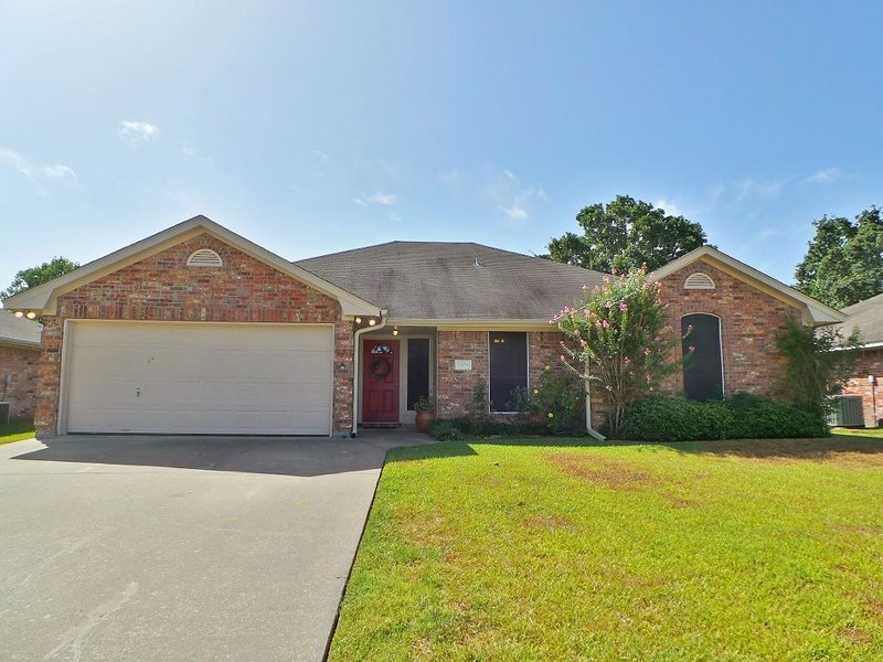 Wonderful, Spacious, Upscale Game Day home just 5 miles from Kyle Field!, holiday rental in College Station