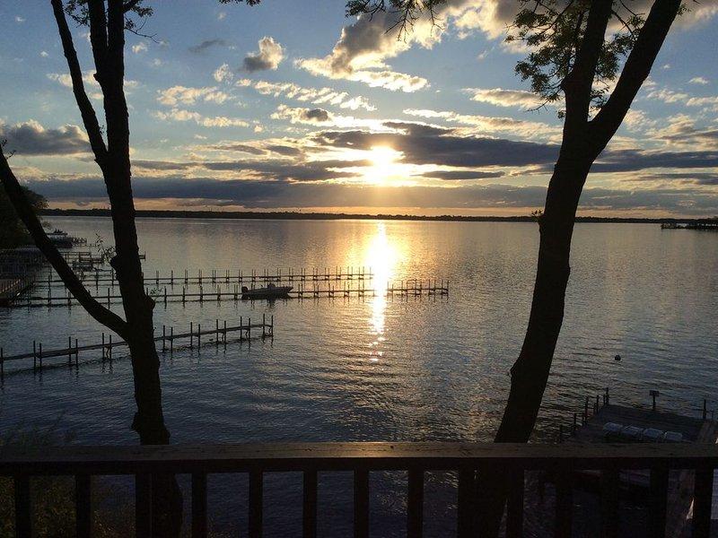 Lakefront Condo on West Lake Okoboji - Prime Location, casa vacanza a Milford