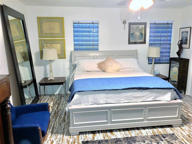 DOWNTOWN ART & ECLECTIC C, vacation rental in Mobile