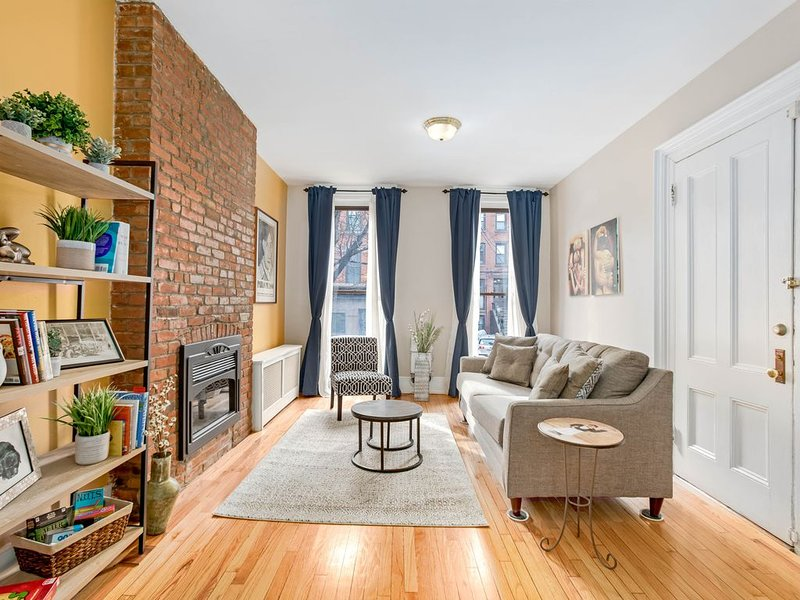 *Legal* 2bd/2Ba Duplex in Downtown Jersey City - Just One Stop From NYC, aluguéis de temporada em Jersey City