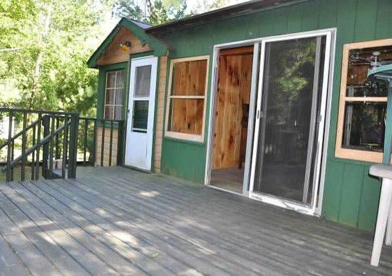 Affordable Cabin in a great location!, alquiler de vacaciones en Barnes
