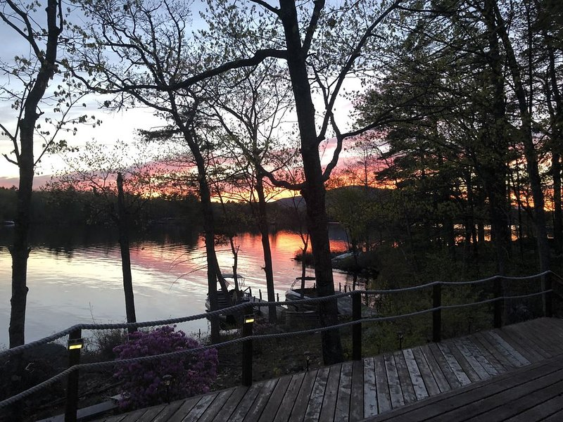 4 bedroom Island Waterfront property  2654 square feet, vacation rental in Moultonborough