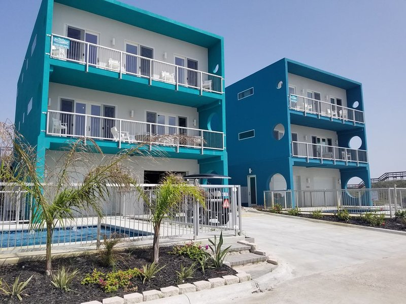The Evelyn- On the Beach, Incredible Beach/Ocean Views, Private Pool Low Allergy, vacation rental in Port Aransas