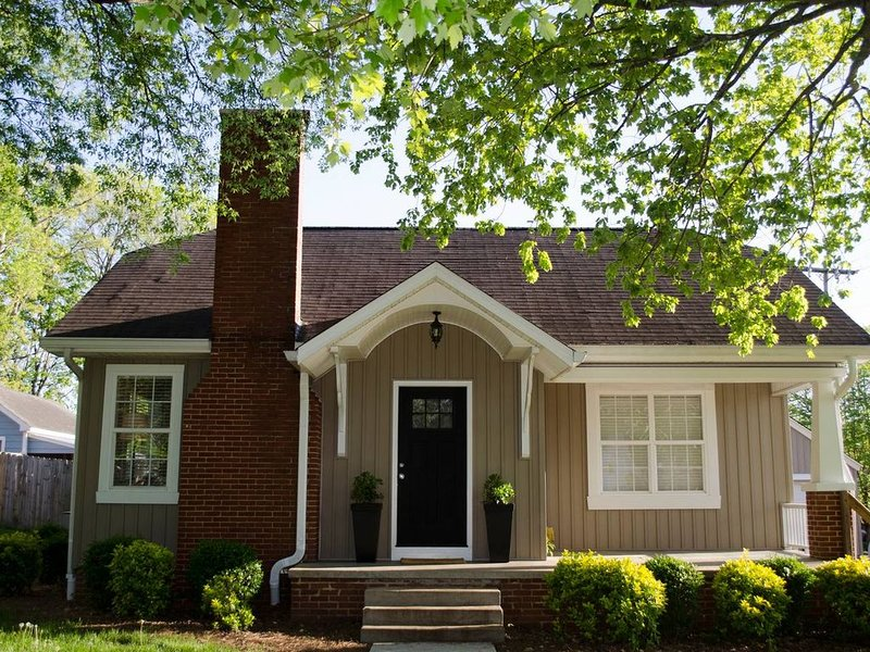 Cozy Craftsman in Historic Downtown, holiday rental in Calhoun