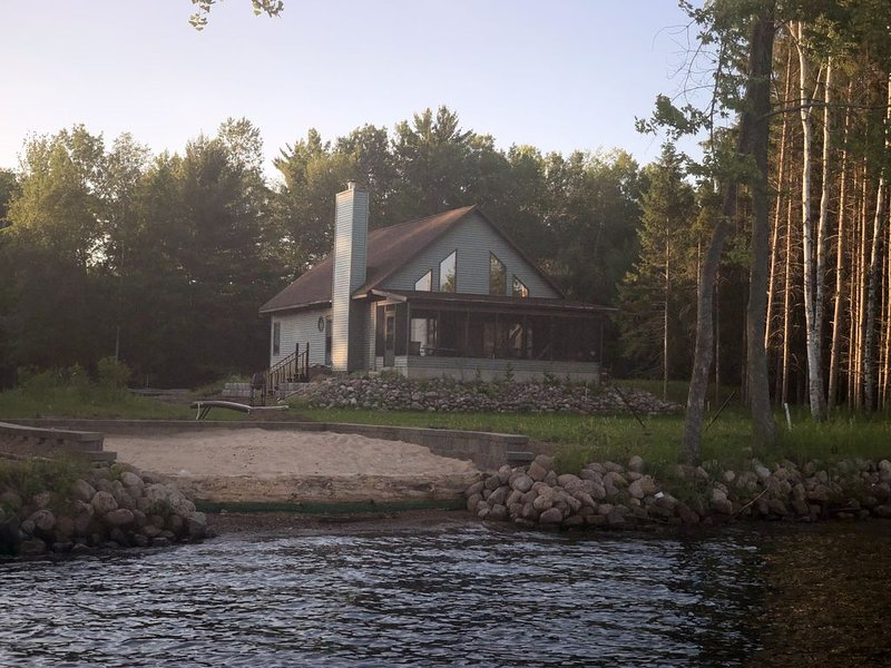 The Lake House on DuBay - 2 BR, 2 Bath, location de vacances à Schofield