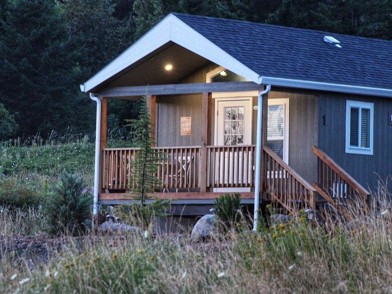 CreekSide Cabin (1 of 3), aluguéis de temporada em Bridal Veil