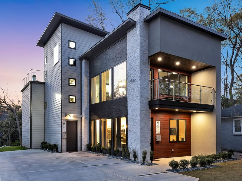 New Modern Home near Atlantic Station with Balcony and Rooftop Deck, location de vacances à Atlanta