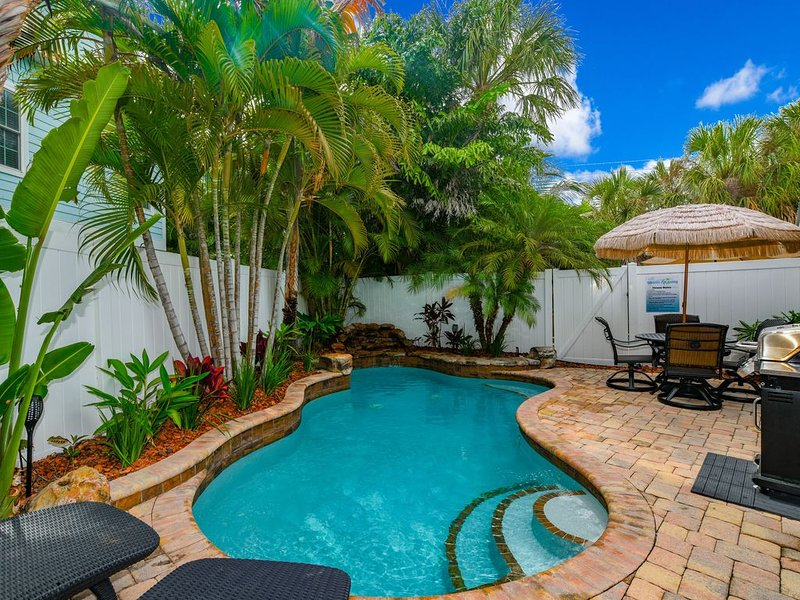 Private heated salt pool at OHasis Getaway II and only 210 steps from the Beach!, holiday rental in Holmes Beach