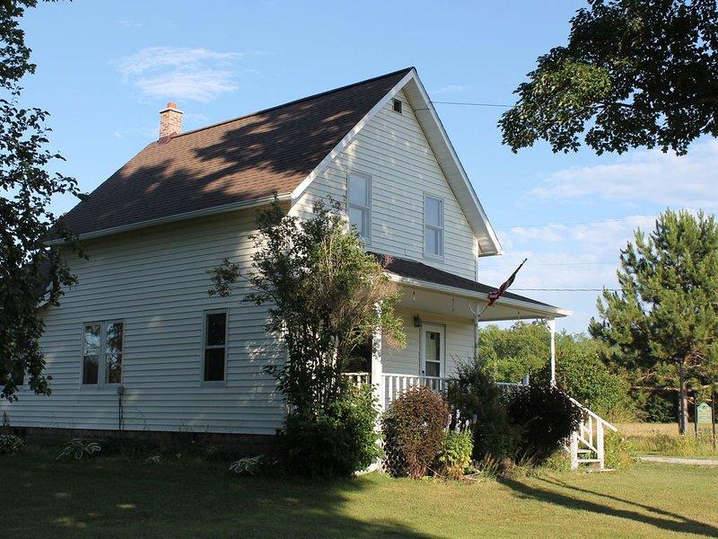 Historic farm- Direct access to ATV trail- 152 Acre property, alquiler de vacaciones en Ontonagon