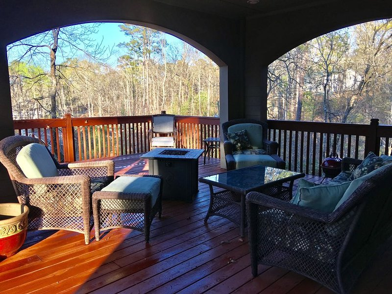 Lake House  in the Treetops overlooking Lake Martin, location de vacances à Tallassee